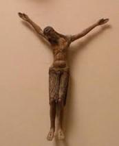 Le Christ sur un crucifix en bois