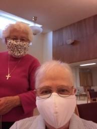 Deux Soeurs qui portent el masque